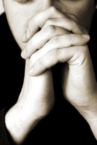bw-praying